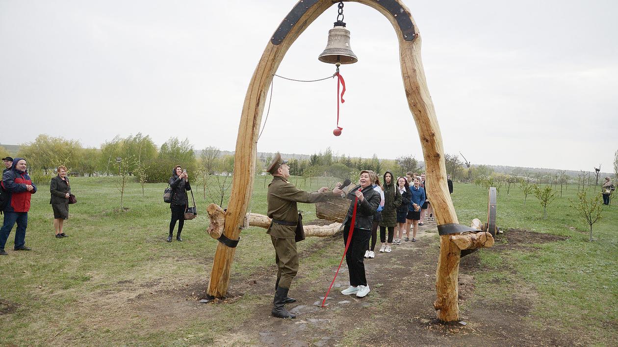 Яблони в цвету. В канун 9 Мая под Воронежем открылась экспозиция «Майский сад»