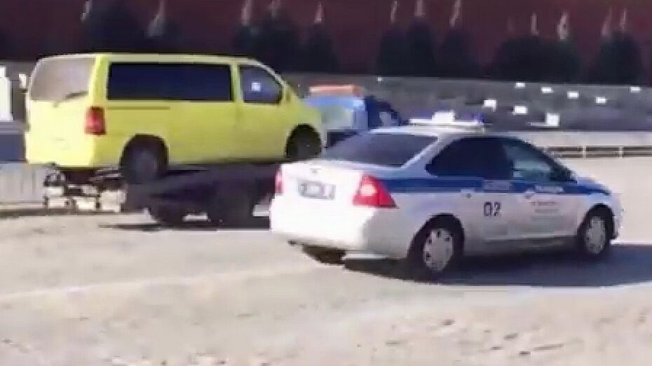 Уроженец Воронежской области угнал эвакуатор в Москве и выехал на Красную площадь