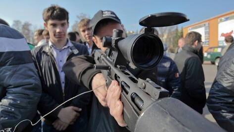 Воронежских призывников завлекают в армию оружием и самолетами