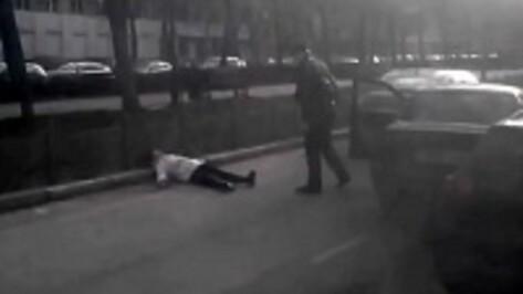 После конфликта с воронежской автоледи на улице Кольцовской водитель заявил, что его избили