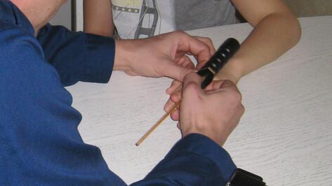 Воронежские спасатели помогли детям с застрявшими на пальцах кольцами