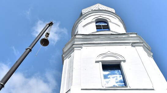 В Бутурлиновке на звоннице храма установили новый колокол