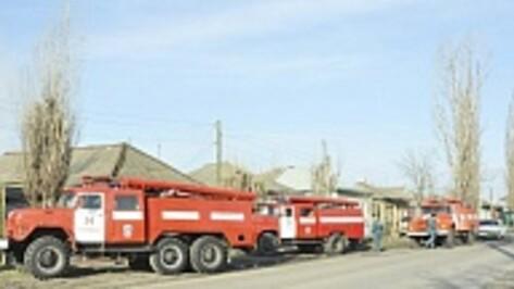 В Борисоглебске из загоревшейся бани пожарные спасли четырех человек