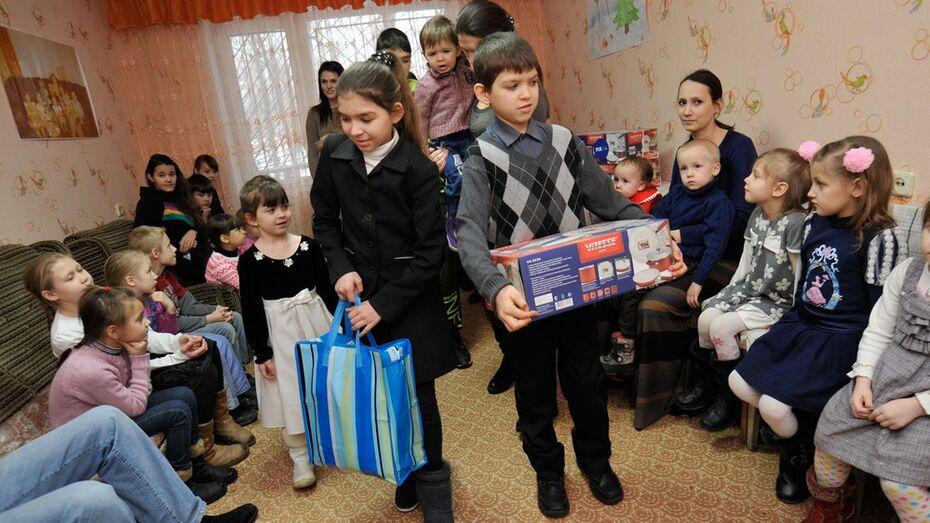 Московские меценаты поблагодарили воронежских родителей за многодетность