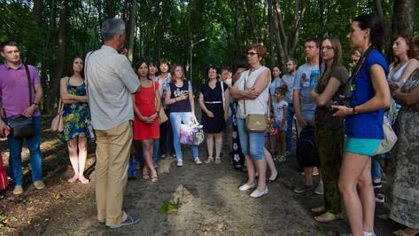 Участники экскурсии по местам боев собрали 3 тыс рублей на доску защитнику Воронежа
