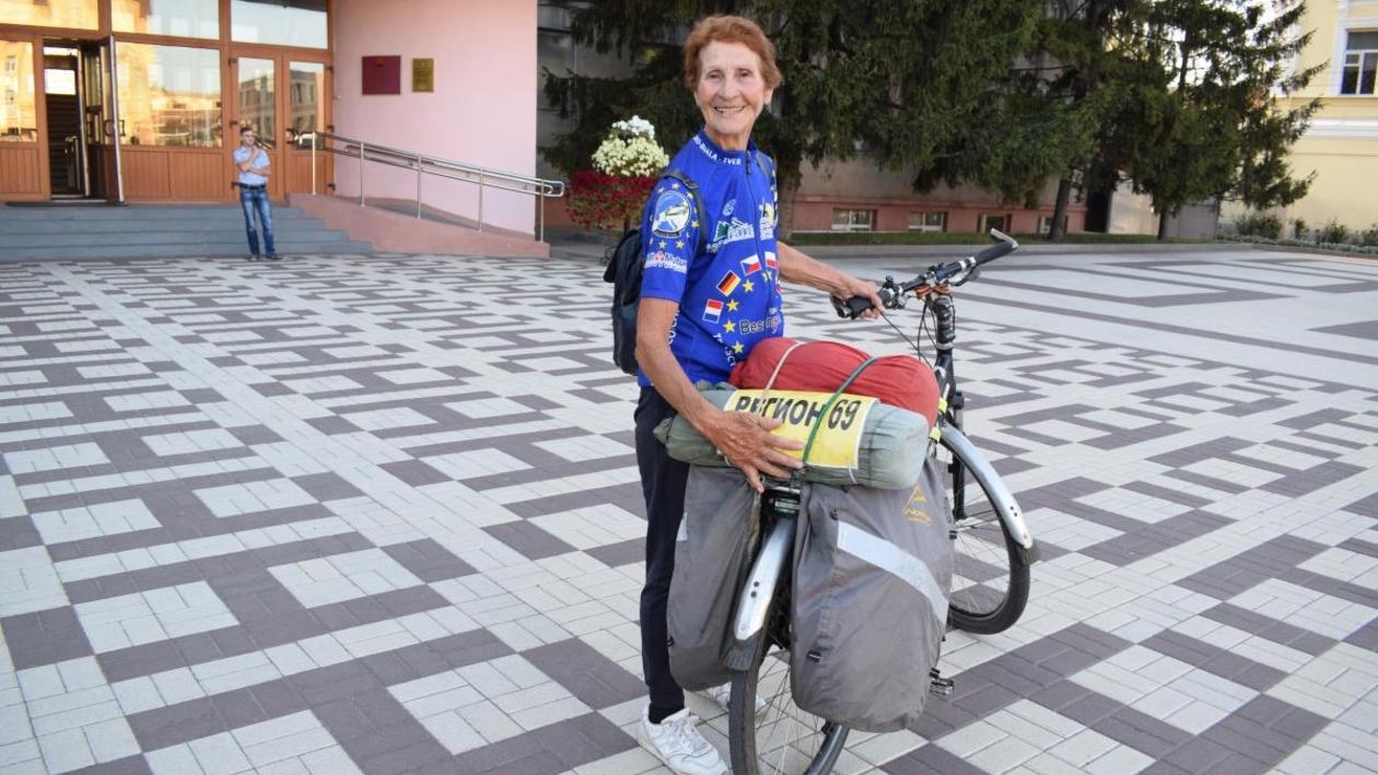 Из Твери в Нарьян-Мар на велосипеде. В Воронежскую область заехала 78-летняя физкультурница