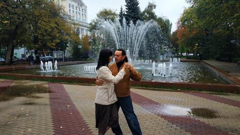 У фонтана в Кольцовском сквере Воронежа станцевали последнее танго