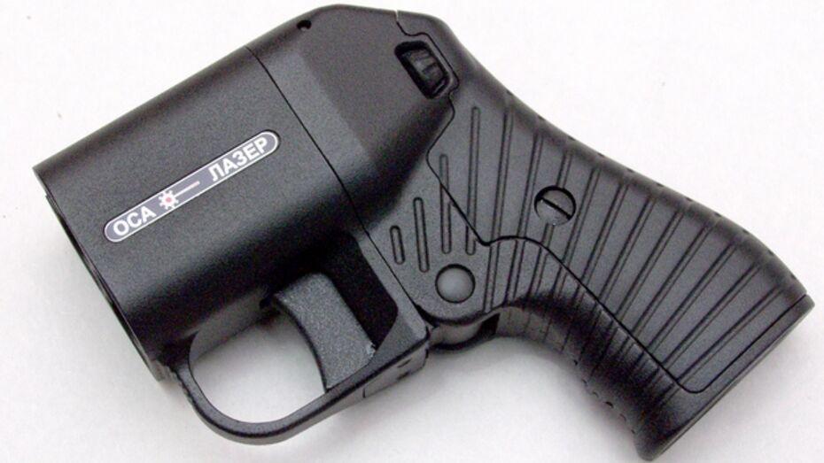 В Лисках подростки стреляли в мужчину из его же оружия