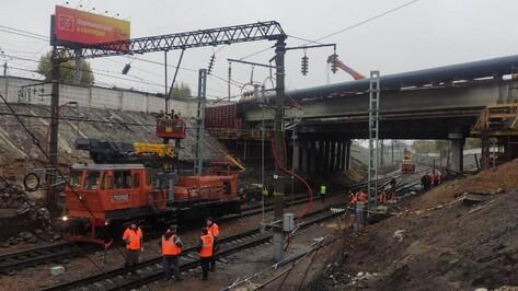 Разбирать ж/д пути под мостом у «Работницы» начали в Воронеже