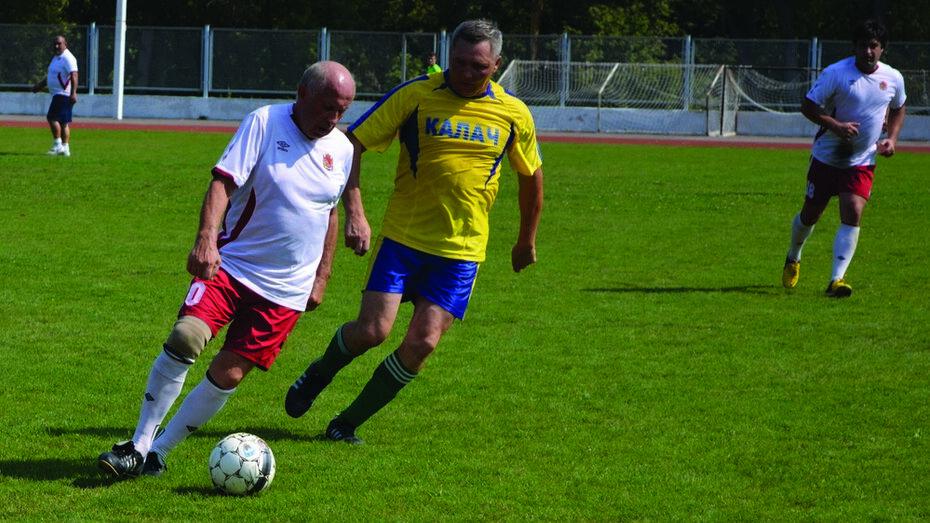 На стадионе «Урожай» состоялся матч ветеранов района и Воронежа