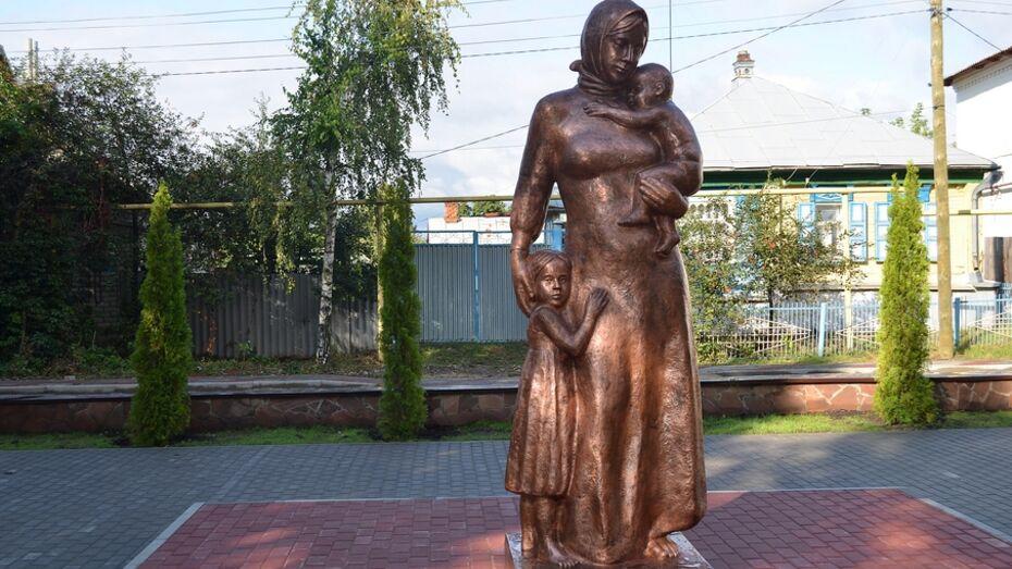 В Воронежской области поставили памятник Женщине-матери