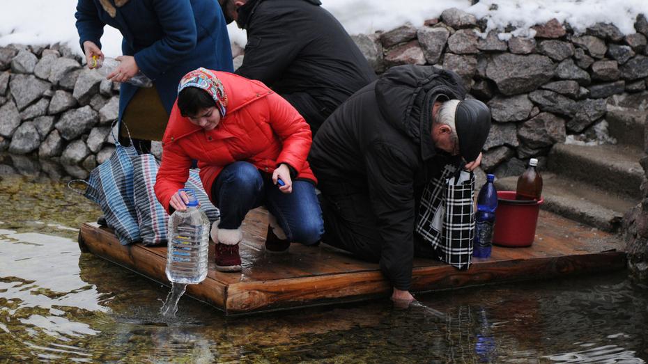 Воронежские санврачи забраковали воду в 11 родниках