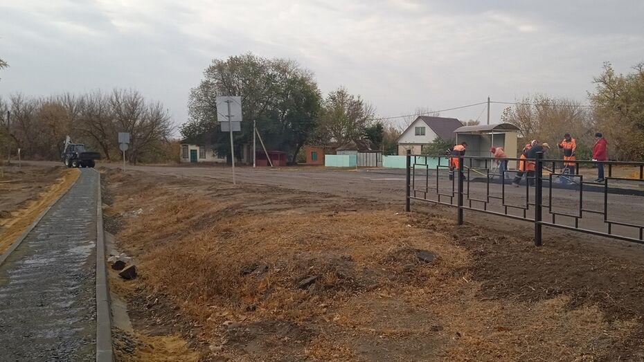 Возле школы в кантемировском селе Новобелая сделали тротуар