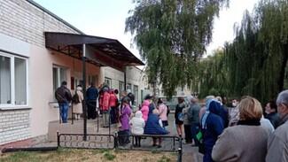Воронежцы проигнорировали коронавирусные ограничения в больничной очереди