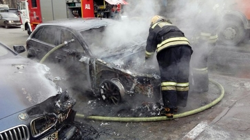 В Санкт-Петербурге сгорела машина воронежской жены Сергея Шнурова
