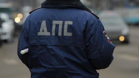 «Газель» врезалась в стоявшее авто на трассе под Воронежем, погиб человек