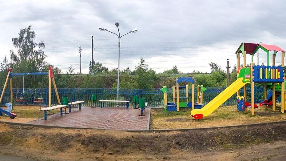 В лискинском хуторе Луговой впервые появилась детская площадка