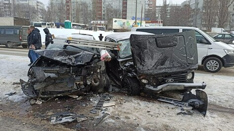 В жуткой аварии на окружной Воронежа пострадали 3 взрослых и 10-летний ребенок