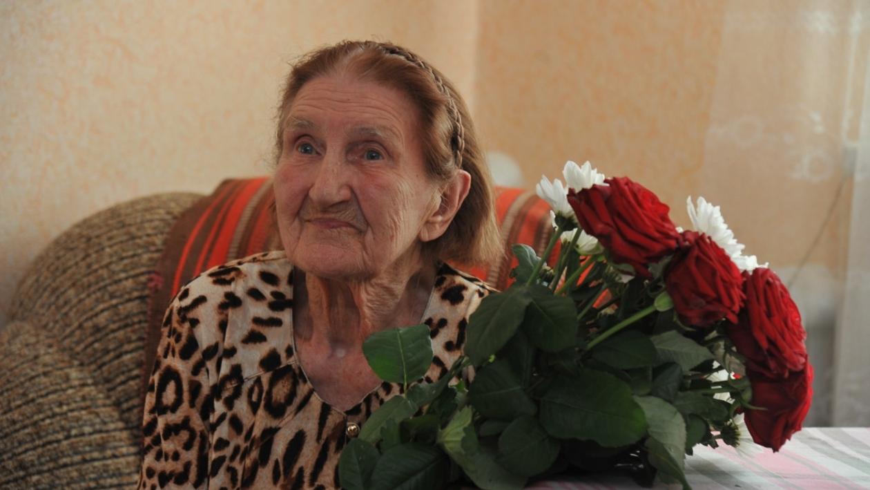 «Мне важно работать». Старейший врач Воронежа отметила 97-летие