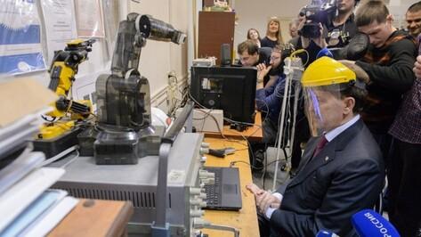 Губернатор протестировал разработку воронежских ученых в области медицинской кибернетики