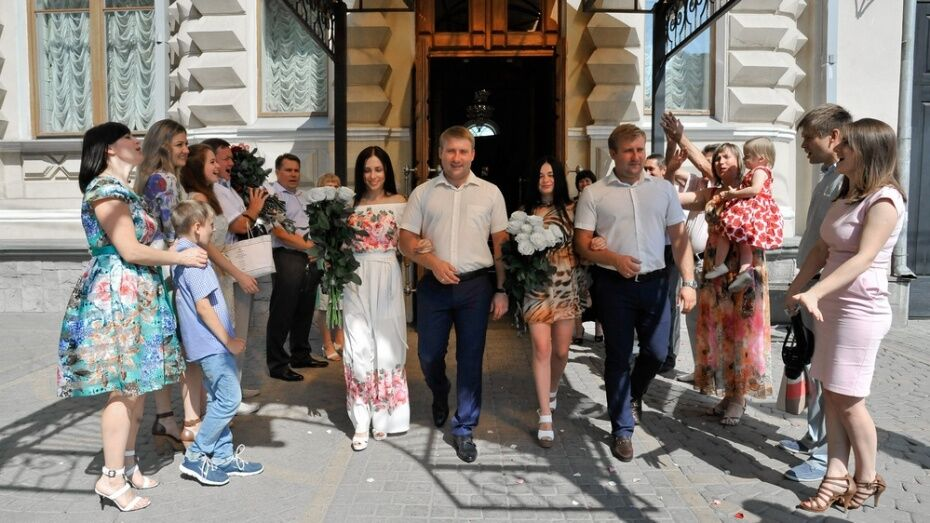 Жители Воронежской области стали чаще жениться