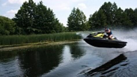 Под Рамонью прогулочный катер протаранил резиновую лодку