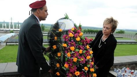 Израильский Посол приняла участие в церемонии поминовения жертв нацизма на венгерском мемориале в селе Рудкино