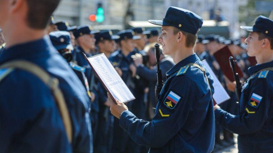 В Воронеже 1,6 тыс курсантов Военно-воздушной академии приняли присягу