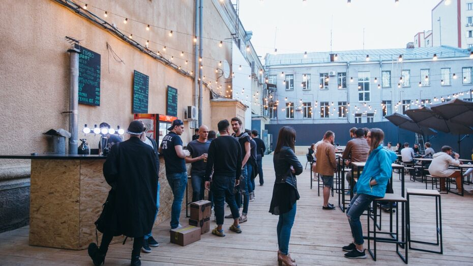 В центре Воронежа открылась летняя площадка под открытым небом «Пушка»