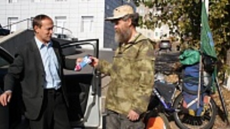 В Богучаре побывал проехавший почти 20 тысяч километров велопутешественник