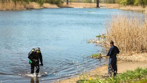 В Острогожском районе водолазы очистили перед началом купального сезона дно Тихой Сосны