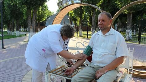 Хохольские медики провели акцию «Cубботник здоровья»