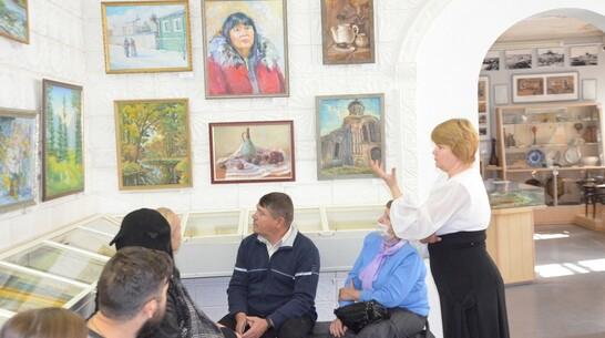 Выставка «Россоши щедрые кисти» открылась в Павловске
