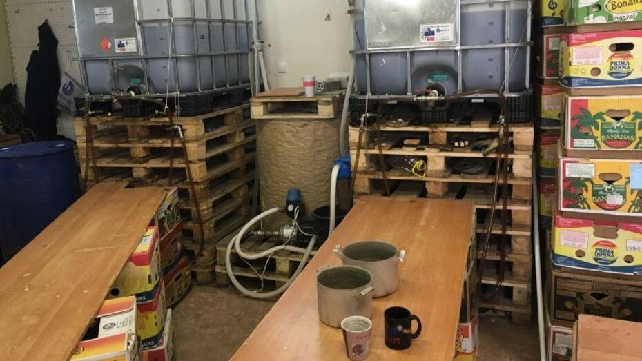 Силовики нашли 10 т алкоголя при обысках подпольного цеха в Воронеже