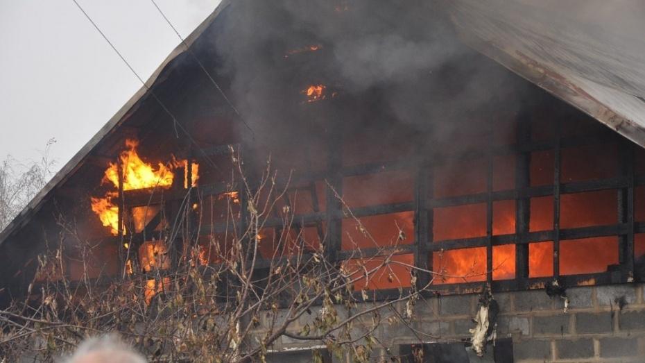 В Россоши сгорел жилой дом