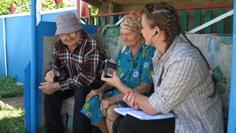 Воронежские студентки поучились петь у кантемировских бабушек