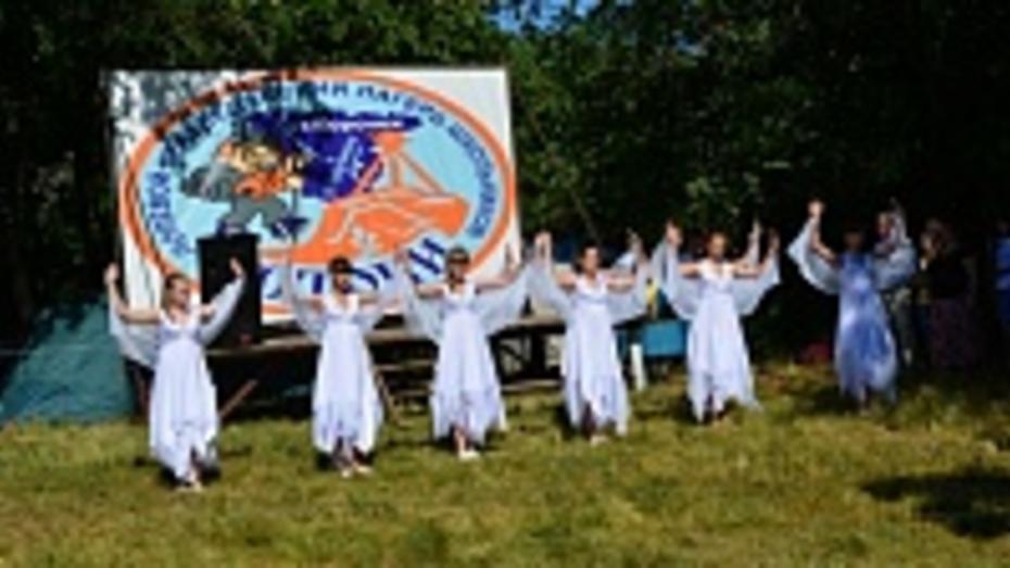 Более 150 юных краеведов из девяти районов области и Нововоронежа собрались в лагере «Истоки» Петропавловскго района