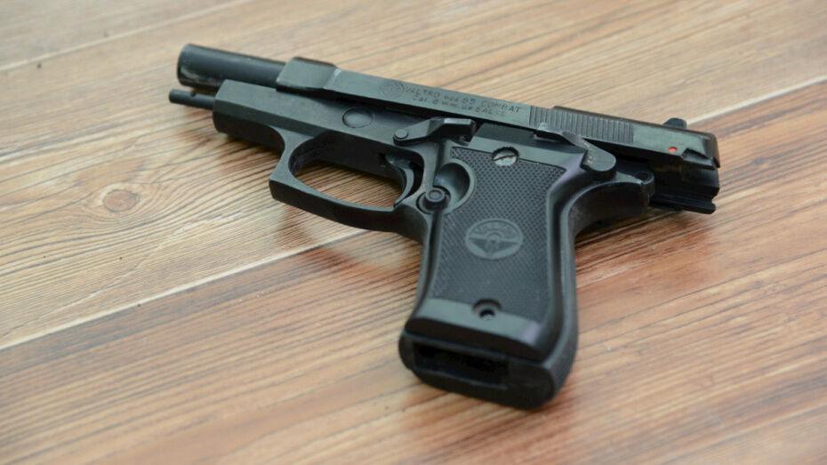 Воронежец выстрелил в незнакомца во дворе дома