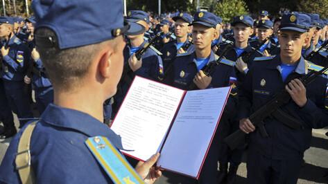«Волнительно и радостно». В Воронеже курсанты Военно-воздушной академии приняли присягу