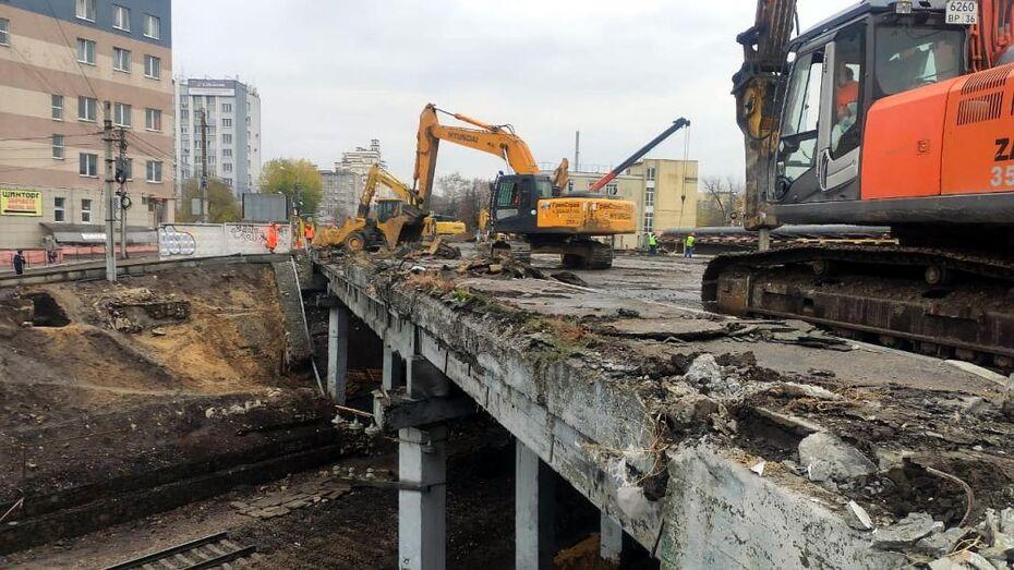 Воронежцам показали, как разбирают виадук у «Работницы»