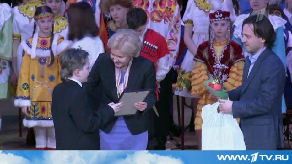 Вице-премьер Ольга Голодец вручила воронежскому школьнику путевку в «Артек»