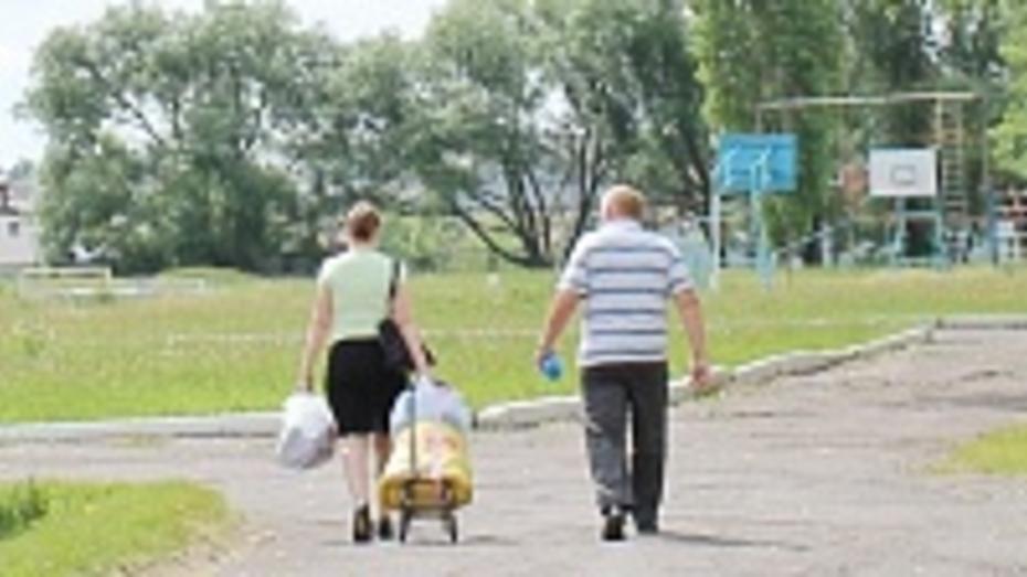 Жители Таловой обеспечили временных переселенцев едой и детскими колясками