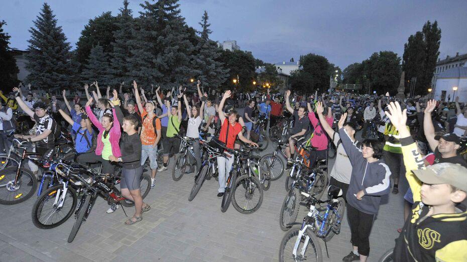 Велоночь в Воронеже собрала почти полторы тысячи велосипедистов