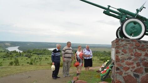 Родственники погибшего под Богучаром красноармейца впервые побывали на его могиле