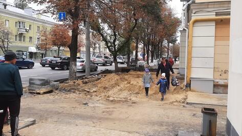 Горожане пожаловались РИА «Воронеж» на ужасное состояние тротуара на «Заставе»