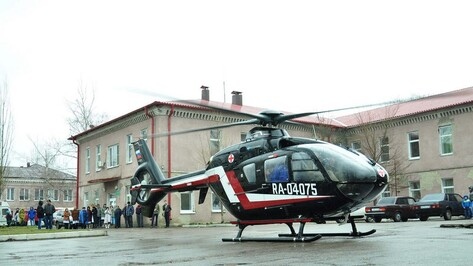 Бригада санитарного вертолета забрала в Воронеж из Бутурлиновки пострадавшего в ДТП