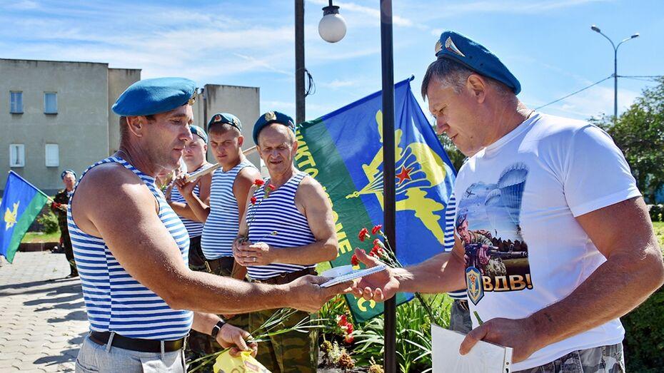 Панинский десантник первым в районе получил медаль «85 лет ВДВ»