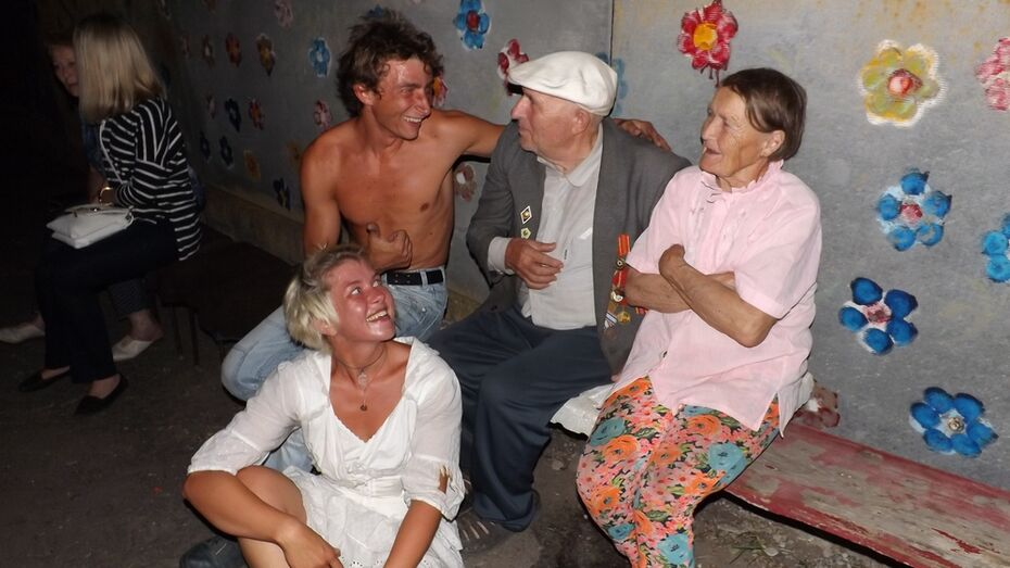 В Верхнем Мамоне внук устроил для деда огненное шоу