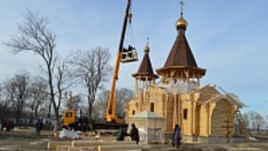 В эртильском селе освятили кресты для куполов строящегося храма
