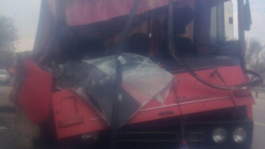 ДТП с пассажирским автобусом и автовозом под Воронежем попало на видео